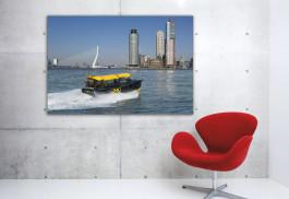 Artprint-Wild-Wild-Rotterdam,-Watertaxi,-aan-de-muur